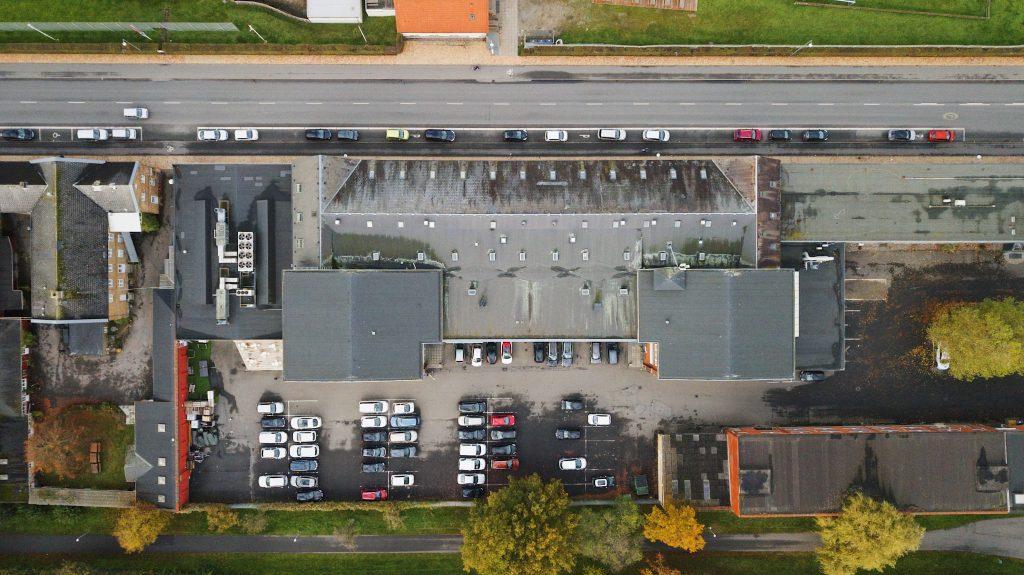 Drone shot af Coworking Plus bygning